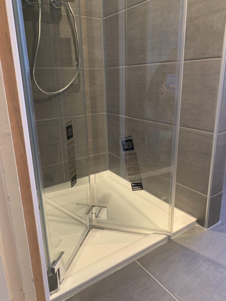 Badkamer sanitair Douchebak tegelwerk - Home Repair - Timmerwerk en onderhoud 02