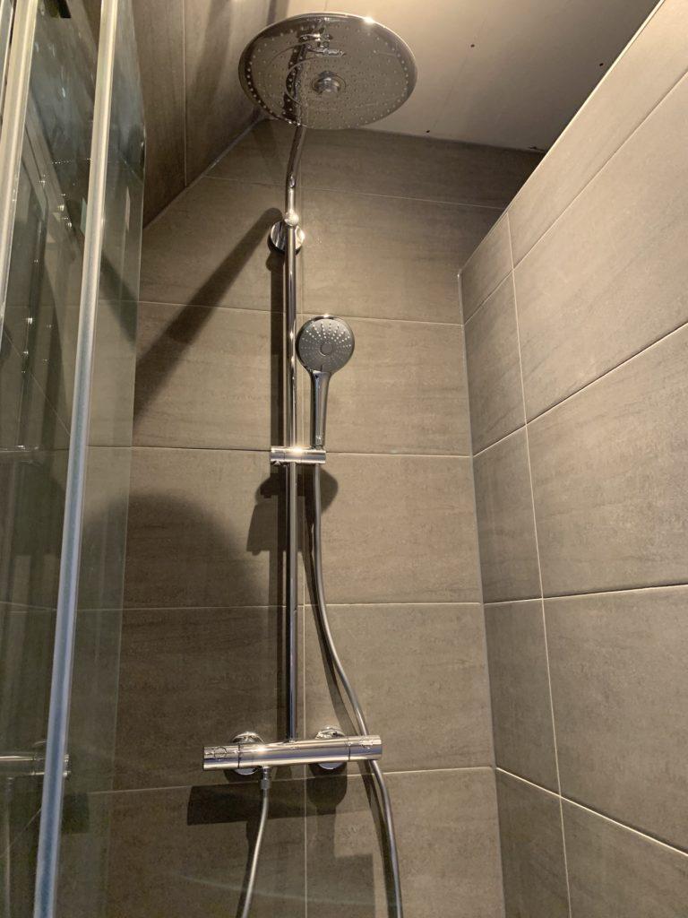 Badkamer sanitair Regendouche tegelwerk - Home Repair - Timmerwerk en onderhoud 02