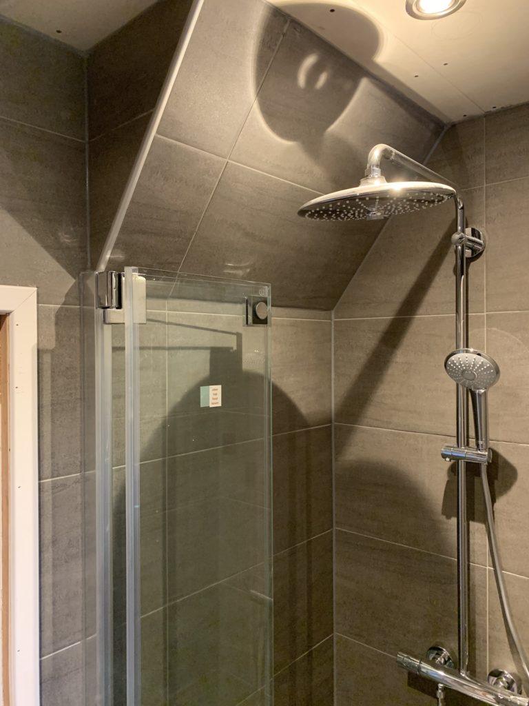 Badkamer sanitair Regendouche tegelwerk - Home Repair - Timmerwerk en onderhoud 03
