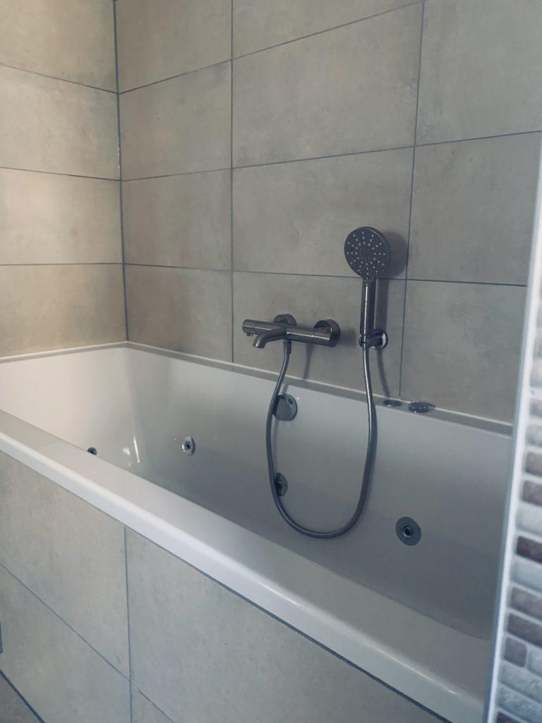 Badkamer sanitair tegelwerk - Home Repair - Timmerwerk en onderhoud 010