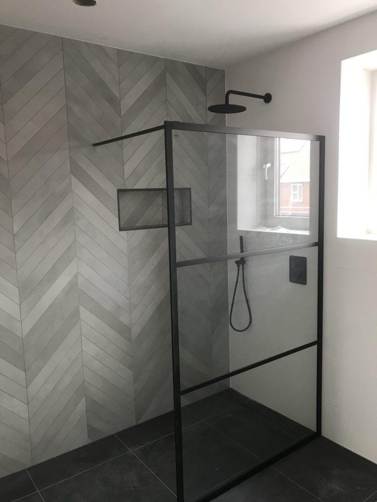 Badkamer sanitair tegelwerk Hongaarse punt - Home Repair - Timmerwerk en onderhoud 01