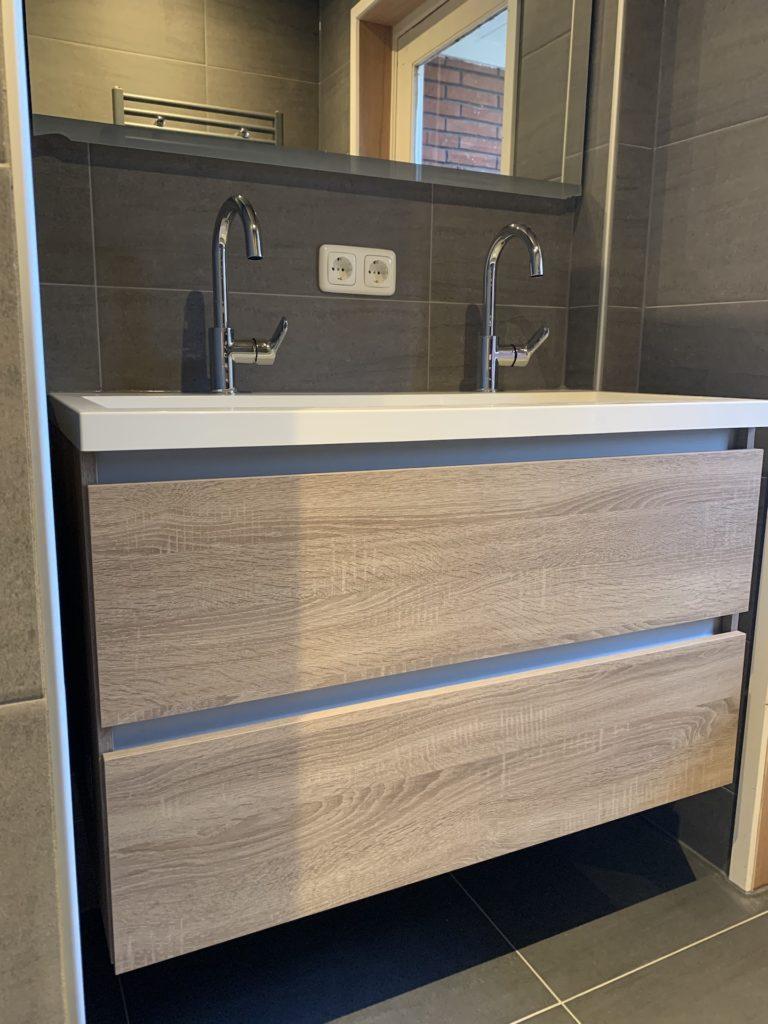 Badkamer sanitair tegelwerk Wastafelmeubel- Home Repair - Timmerwerk en onderhoud 02