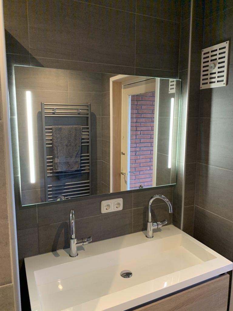 Badkamer sanitair tegelwerk Wastafelmeubel- Home Repair - Timmerwerk en onderhoud 03